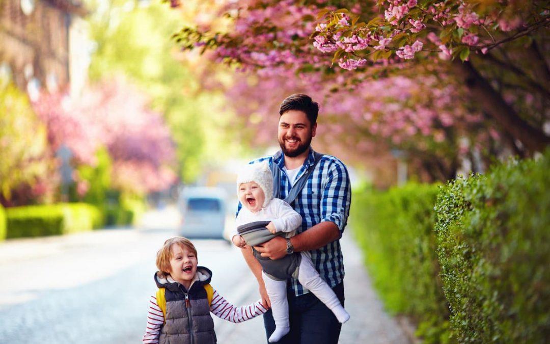 Portage des bébés : pour une égalité hommes / femmes